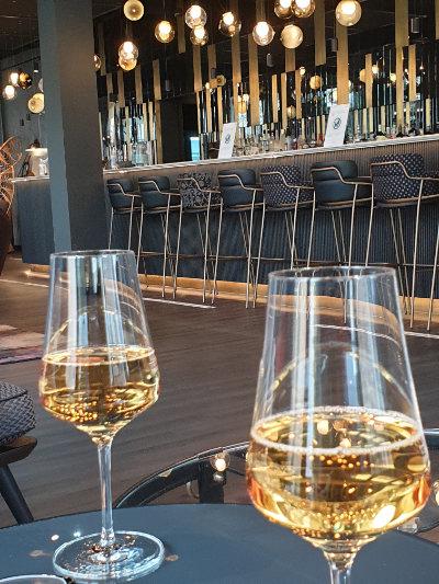 Freiheitsgenuss beim Glas Wein