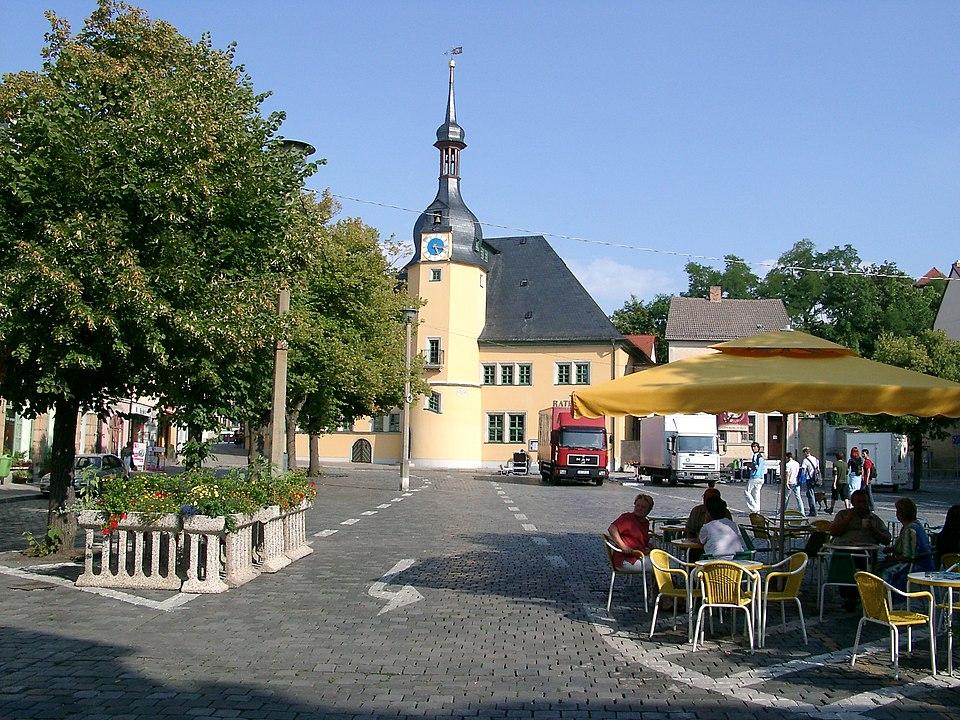 Apolda, Rathaus mit Marktplatz