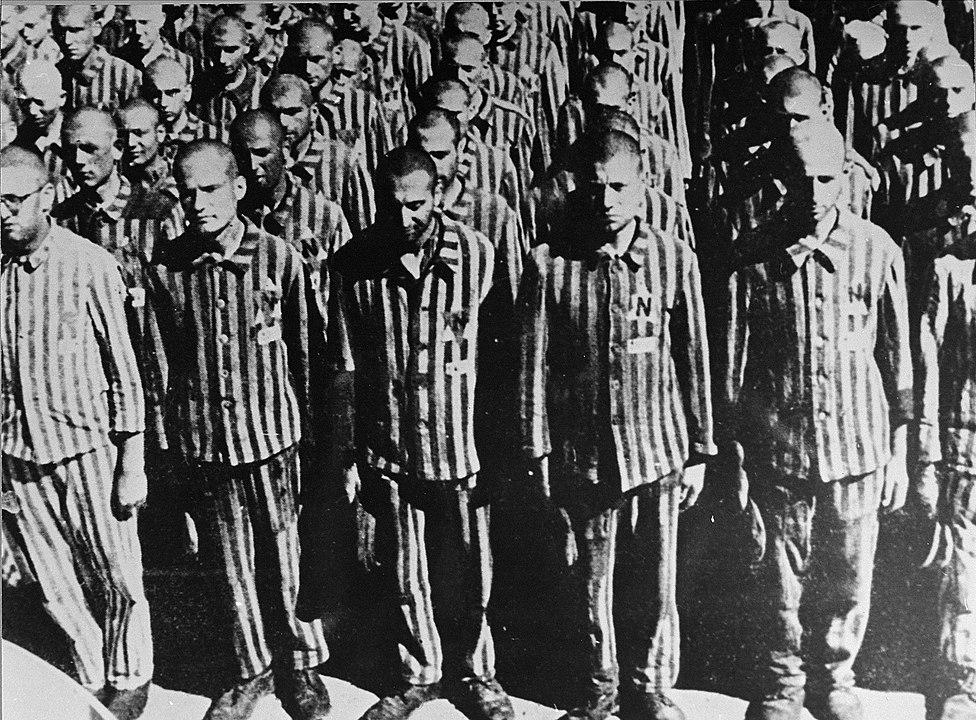 Buchenwald_Prisoners_83718